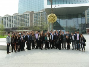 Los participantes de EADA de los programas en finanzas visitan el Banco Central Europeo en Frankfurt.