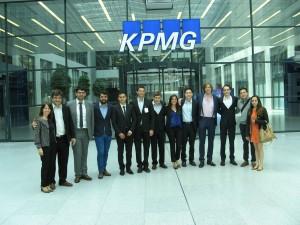 En Frankfurt, los participantes vistan la oficina local de KPMG, donde hicieron interesantes contactos