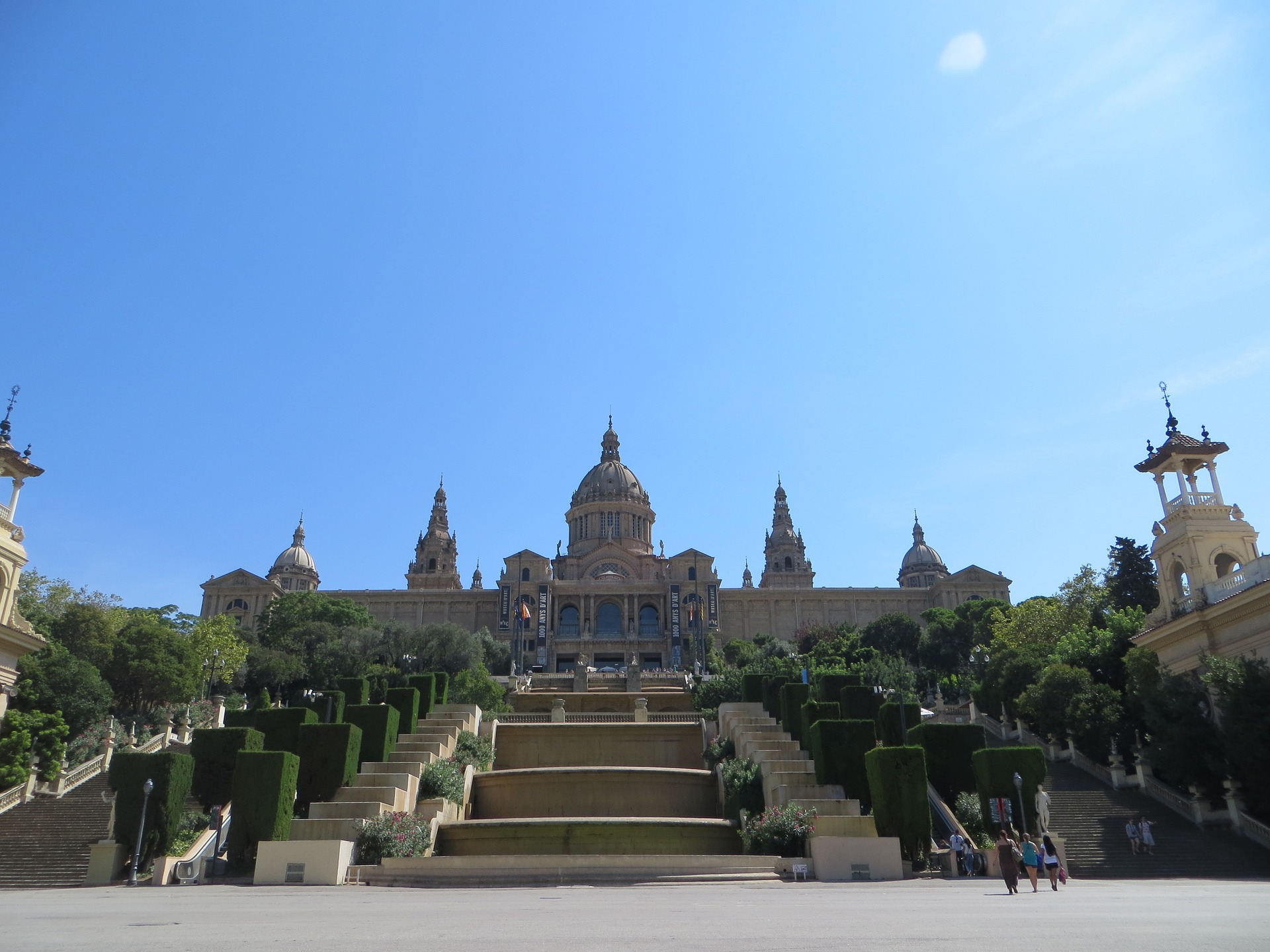 barcelona-1137868_1920