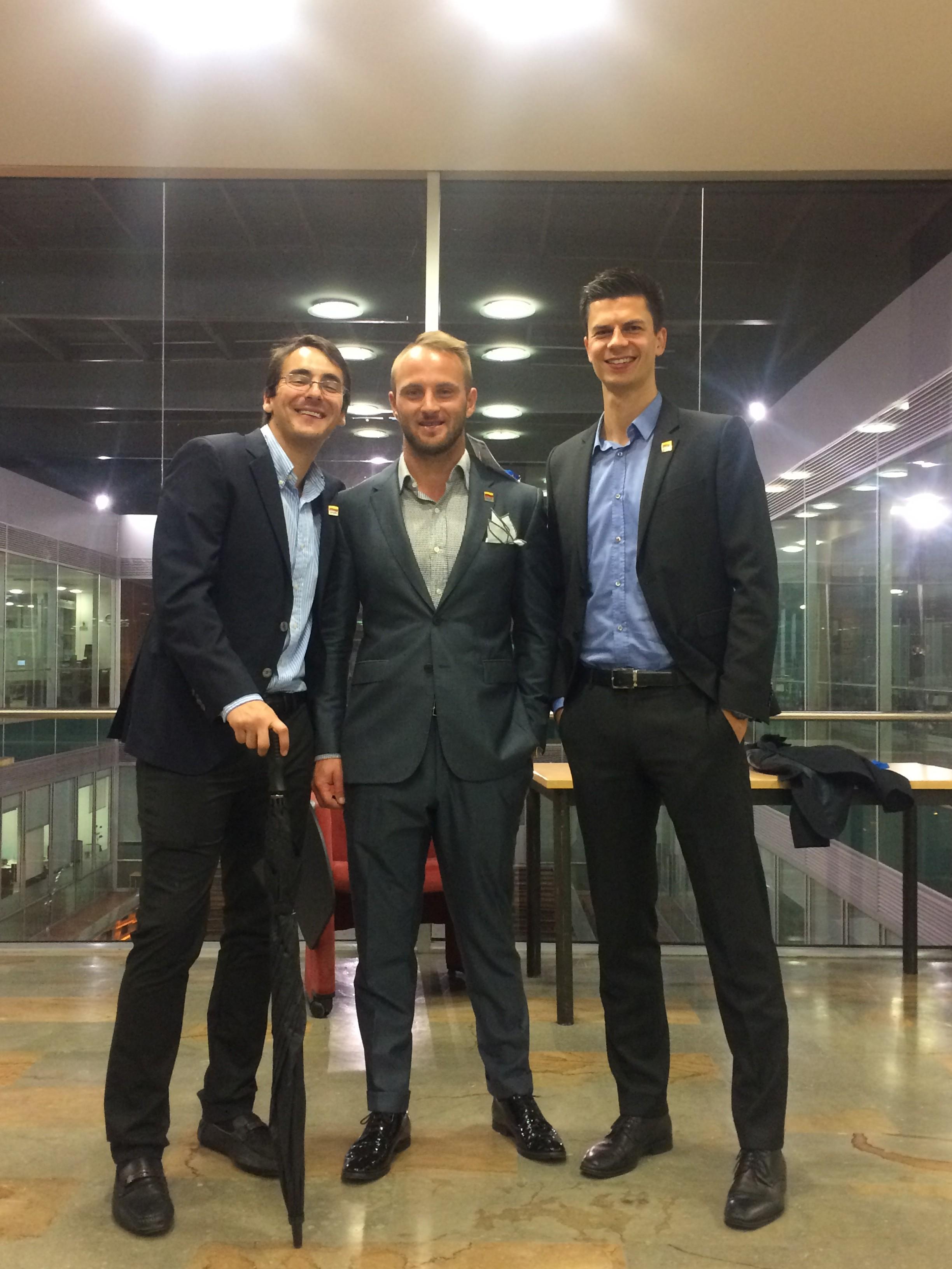 El equipo de EADA representado por: Clinton Walker (Australia), Daniel Felipe Petro (Colombia) y Julian Schmid (Alemania)